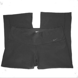 🆕EUC NIKE DRI-FIT LOOSE FIT CAPRIS (never worn)